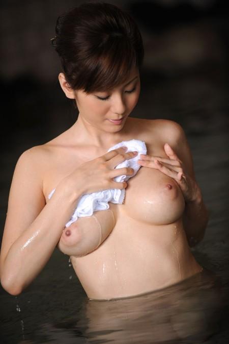 綺麗でエロい美乳のオッパイ (12)