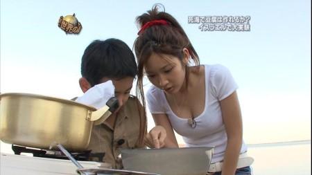 紗栄子のオッパイ。なかなかの美乳ですね