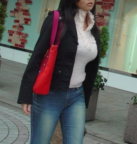 街で出会った着衣巨乳の娘たち (13)