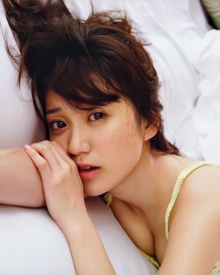大島優子の、なかなか大きな巨乳。普段は全裸だそう