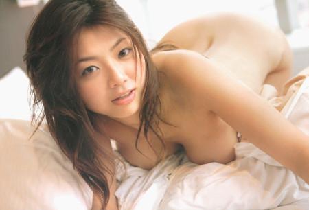 相澤仁美の巨乳。ここまで脱いでたんですね