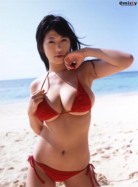 おっぱいの、下乳だけ見せる女性たち (3)