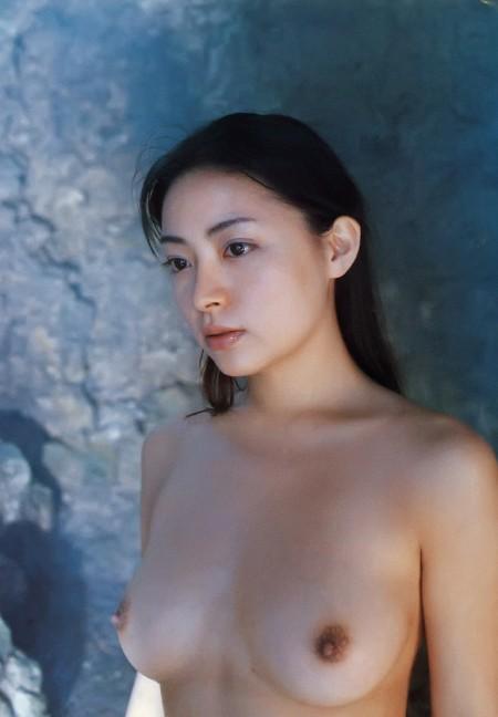 綺麗な女性の、綺麗な美乳。う~ん揉んでみたい