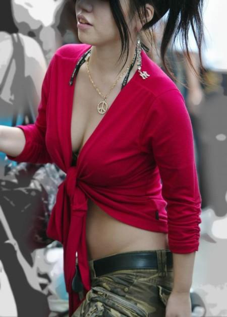 揉んでみたい、着衣巨乳の女性たち (8)