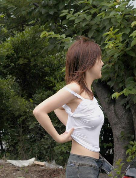 街で見つけた、着衣巨乳の素人女性たち (11)
