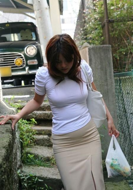 街で見つけた、着衣巨乳の素人女性たち (12)