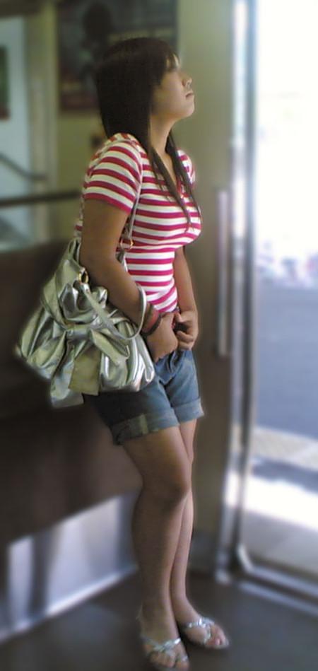 街で見つけた、着衣巨乳の素人女性たち (19)