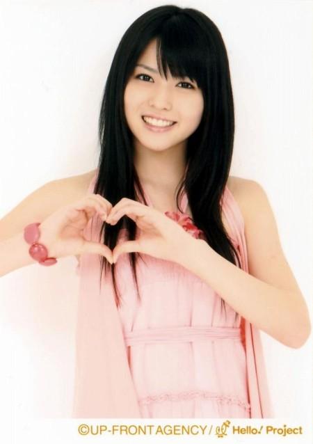 ℃-uteのリーダー矢島舞美。まさに黒髪の美少女ですね