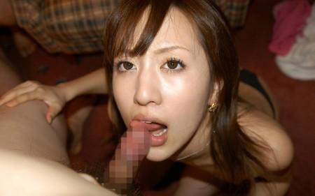 チ●コを吸ったり舐めたりする、フェラ女性たち (8)