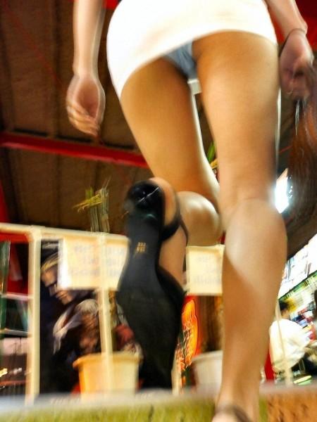 うっかり開脚して、パンチラしちゃった女性たち (3)