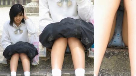 女子校生たちの、しゃがみパンチラ (14)