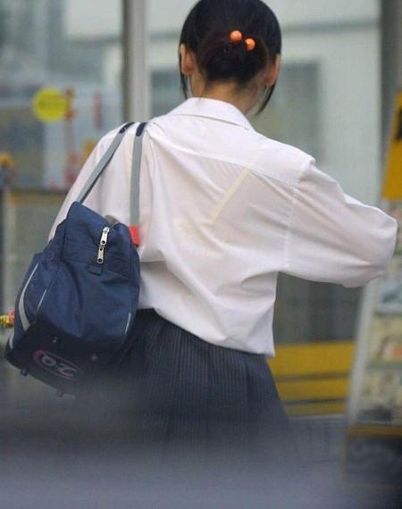 女子校生たちの、エロい透けブラ (3)