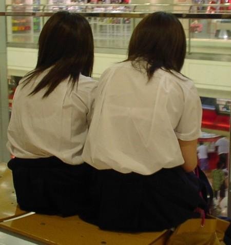 女子校生たちの、エロい透けブラ (13)