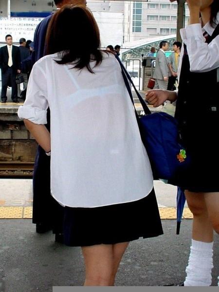 女子校生たちの、エロい透けブラ (6)