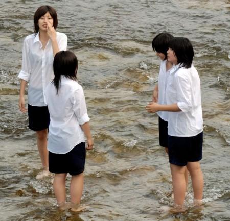 女子校生たちの、エロい透けブラ (20)