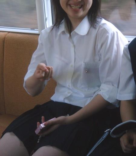 女子校生たちの、エロい透けブラ (8)