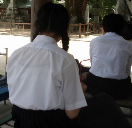 女子校生たちの、エロい透けブラ (17)
