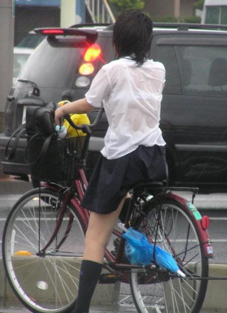 女子校生たちの、エロい透けブラ (10)