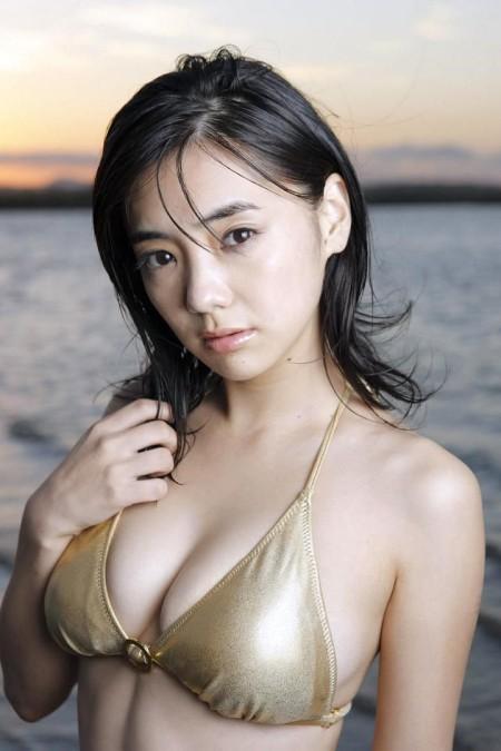 可愛くて巨乳の元グラドル、倉科カナ (5)