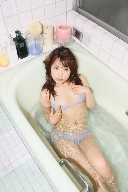 下着のまま風呂に入る、みひろ