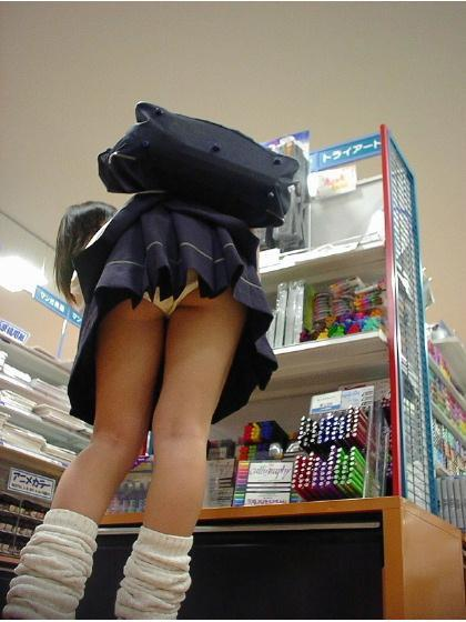女子校生のスカートから、パンツが見えちゃった (10)