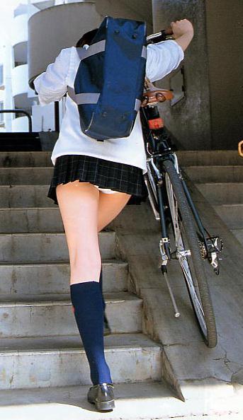 女子校生のスカートから、パンツが見えちゃった (13)