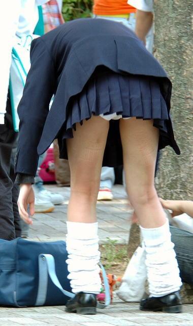 女子校生のスカートから、パンツが見えちゃった (17)