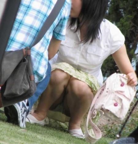 パンツが見えてるのに、気が付かない女性たち (1)