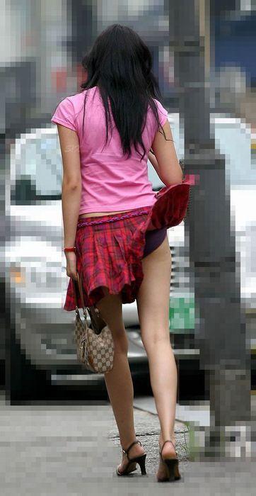 パンツが見えてるのに、気が付かない女性たち (10)
