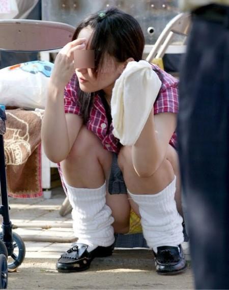 パンツが見えてるのに、気が付かない女性たち (13)