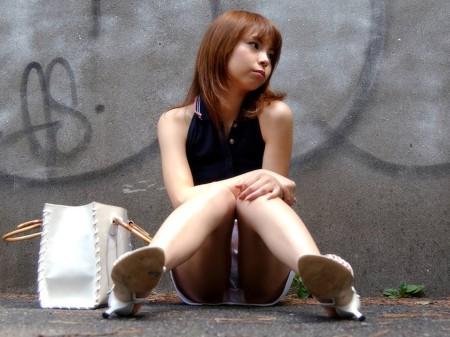 パンツが見えてるのに、気が付かない女性たち (15)