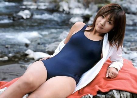 なんだかエロい、スクール水着の女性たち (3)