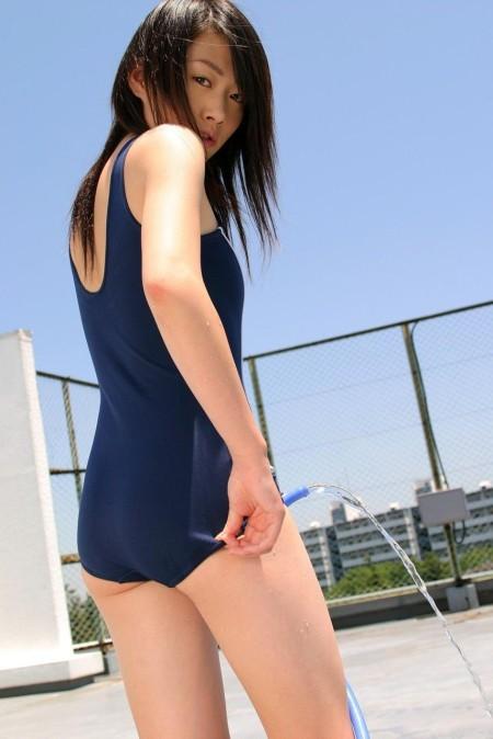 なんだかエロい、スクール水着の女性たち (12)