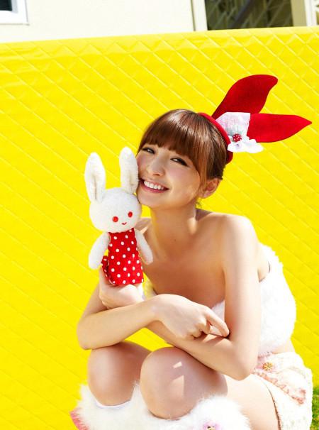 スレンダーで美乳の元AKB48、篠田麻里子 (3)