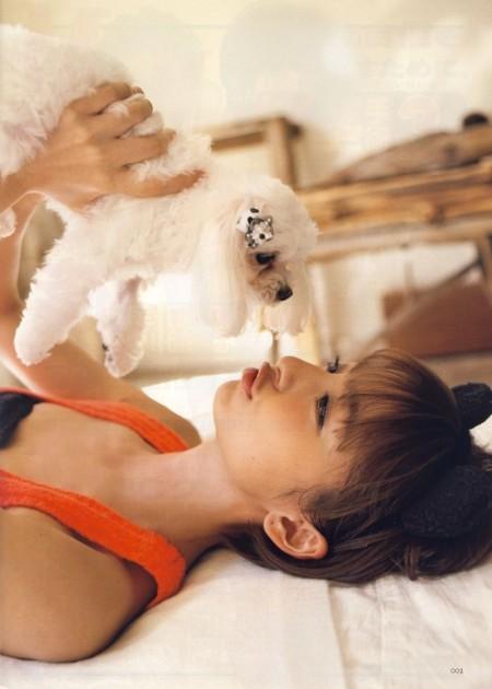 スレンダーで美乳の元AKB48、篠田麻里子 (20)