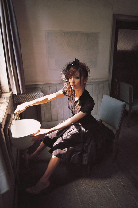 スレンダーで美乳の元AKB48、篠田麻里子 (17)