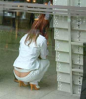 パンツが見えちゃった、パンチラ女性たち (15)