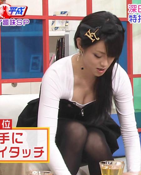 深田恭子の巨乳の谷間。どんな巨乳か見てみたい