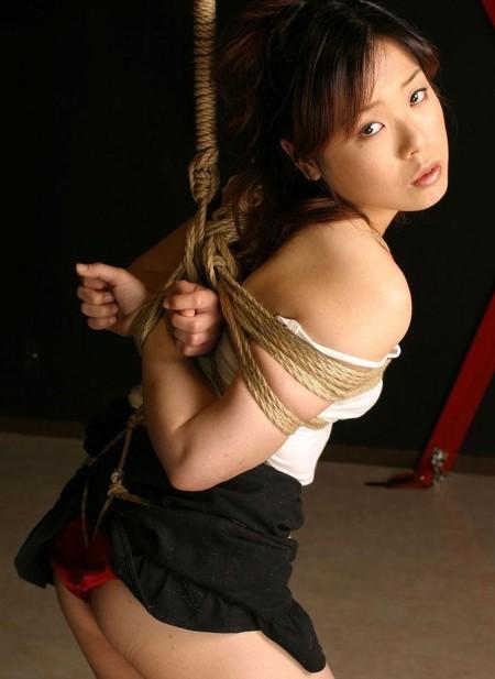 ガッチリ縛られてるM女 (4)
