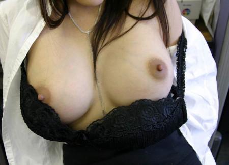 ピンと勃った綺麗な乳首 (12)