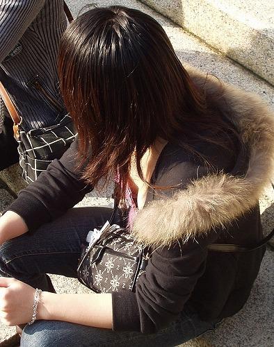 うっかり見えた胸チラ (15)