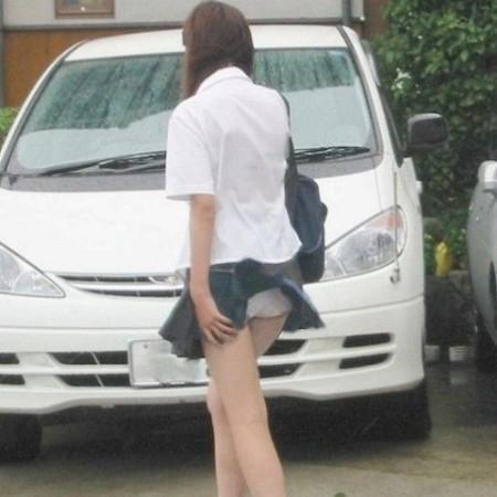 制服のJKのスカートから見えたパンチラ (20)