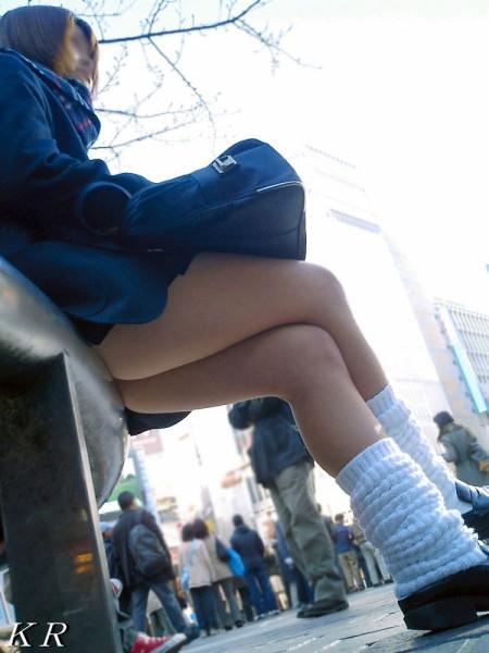制服のJKのスカートから見えたパンチラ (19)