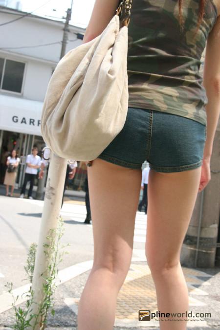 ふとももや半ケツがエロい、ホットパンツの素人女性たち (3)