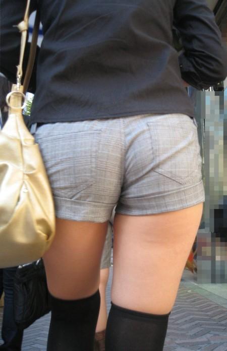 ふとももや半ケツがエロい、ホットパンツの素人女性たち (10)