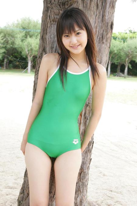 スクール水着や競泳水着って肌に張り付いてエロい (2)