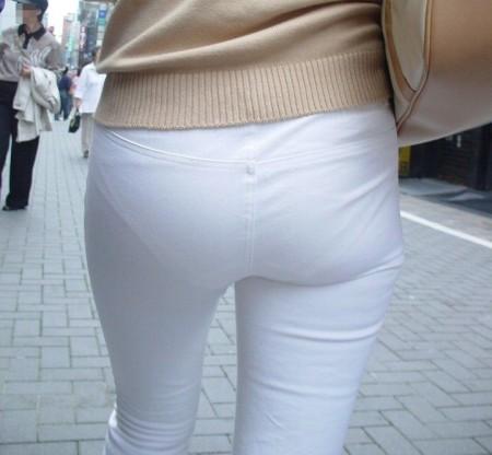パンツがクッキリ透けてる、透けパン女性 (3)