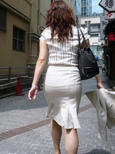 パンツがクッキリ透けてる、透けパン女性 (5)