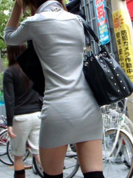 パンツがクッキリ透けてる、透けパン女性 (10)