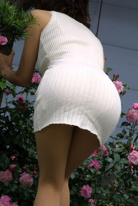 パンツがクッキリ透けてる、透けパン女性 (19)